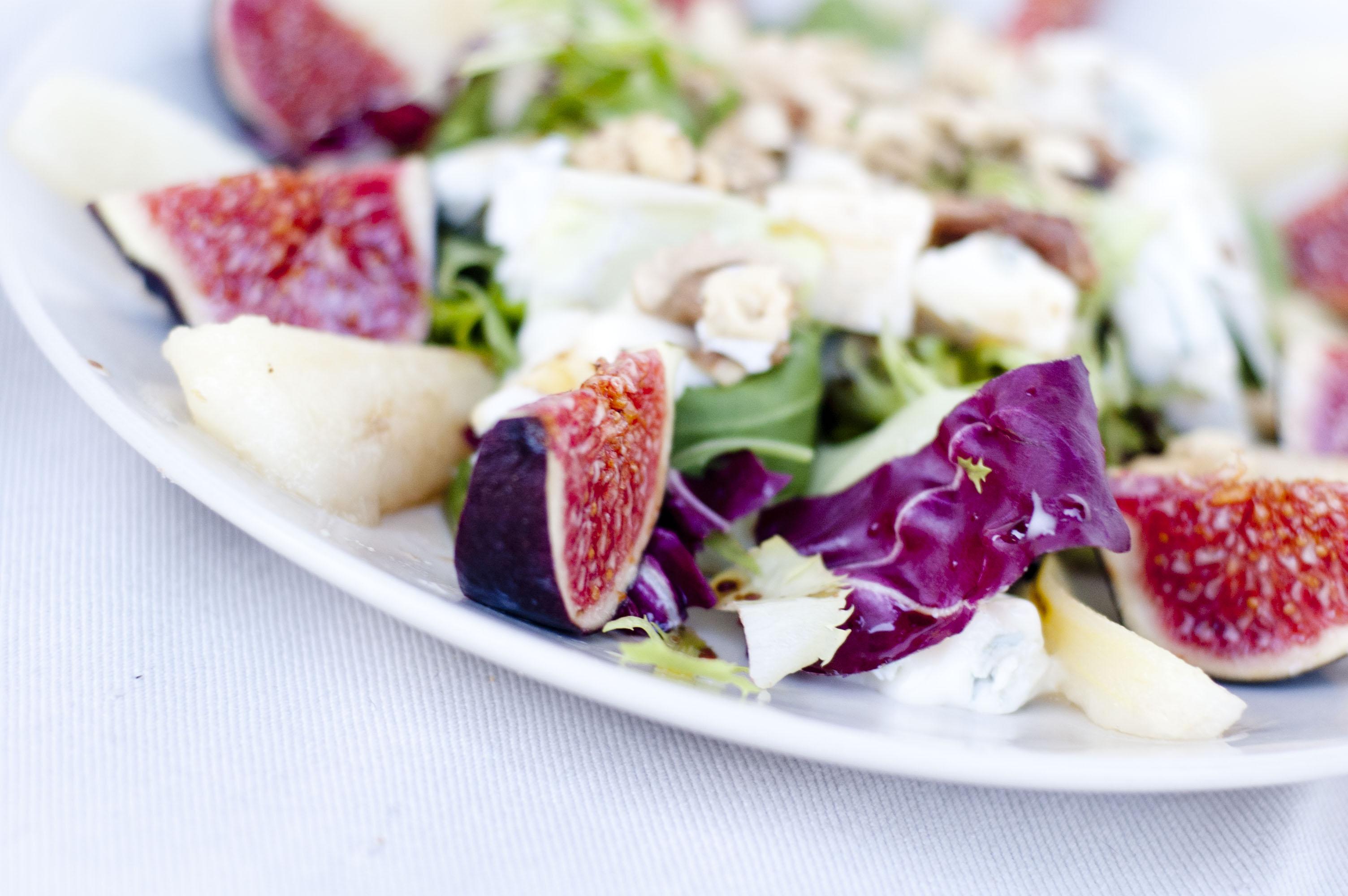 Sałatka z figami i gruszką