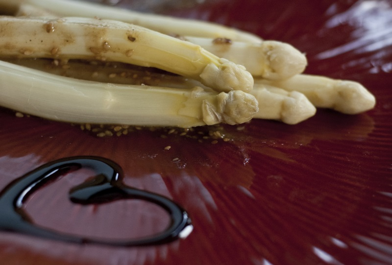 Szparagi z sosem orientalnym