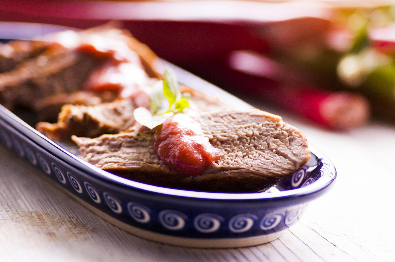 polędwiczki z sosem rabarbarowym
