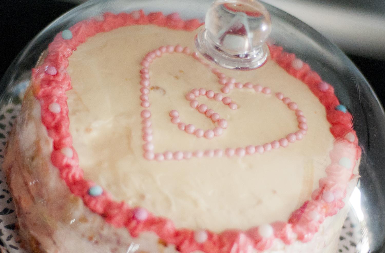tort jogurtowy z malinami