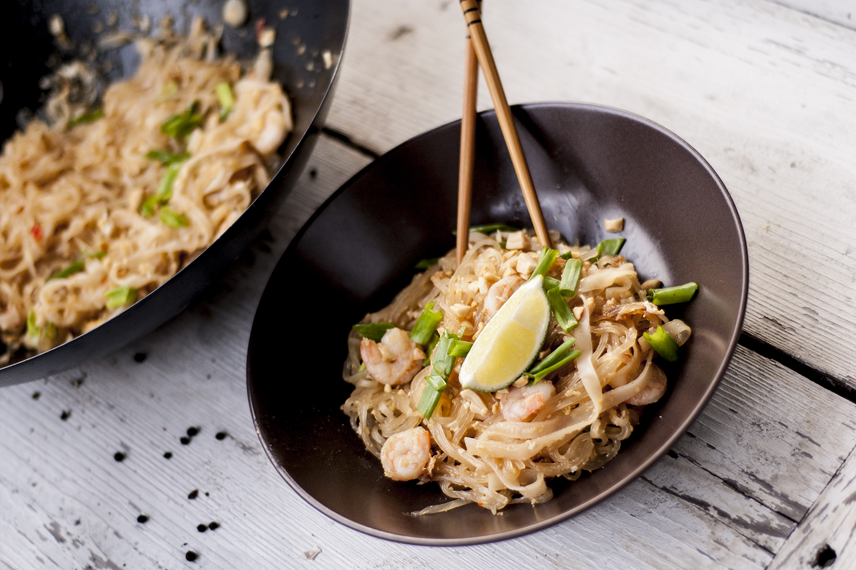 pad thai z kurczakiem i krewetkami