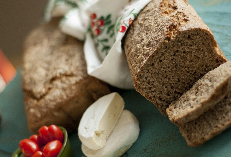 chleb na zakwasie razowy pszenno żytni