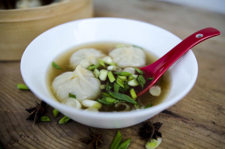 zupa z pierożkami wonton